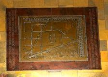 在布料霍尔和市场的地板上的匾在集市广场在克拉科夫波兰 免版税库存照片