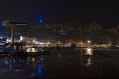 在布杰鲁港的夜沿Sard西南区海岸的  库存照片