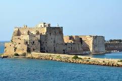 在布林迪西港的金眼鲷城堡在意大利 免版税图库摄影