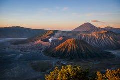 在布罗莫火山的日出 库存图片