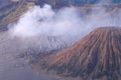 在布罗莫火山,活火山破晓,在东爪哇省,印度尼西亚 免版税库存图片