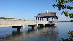 在布莱思着陆的码头在湖诺曼底人在Huntersville,北卡罗来纳 库存图片