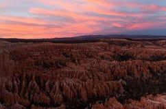 在布莱斯峡谷国立公园的场面日落的在冬天 免版税库存图片