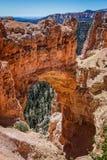 在布赖斯峡谷的自然曲拱 库存图片