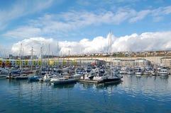 在布赖顿小游艇船坞的小船 免版税图库摄影