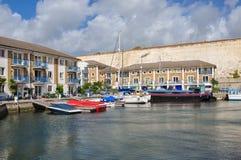 在布赖顿小游艇船坞的豪华公寓 免版税库存图片
