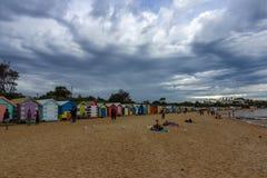 在布赖顿的偶象五颜六色的海滩小屋在墨尔本靠岸 澳洲 库存照片