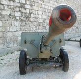 在布达佩斯城堡的老武器 库存图片
