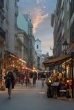 在布达佩斯夜视图的Vaci街道 免版税库存照片