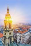 在布达佩斯的日出在冬天,鸟瞰图匈牙利 免版税库存图片
