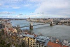 在布达佩斯的看法有从宫殿的河的多瑙河 免版税图库摄影