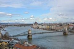 在布达佩斯的看法有从宫殿的河的多瑙河 库存图片