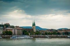 在布达佩斯的美丽如画的看法从多瑙河 库存图片