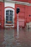 在布达佩斯的街上的洪水多瑙河 库存图片