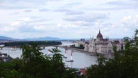 在布达佩斯议会的直升机在一阴天 股票视频