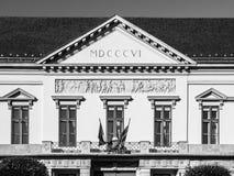 在布达城堡附近的山多尔宫殿在布达佩斯,匈牙利,欧洲 鼓膜详细的看法与罗马数字年1806 库存图片