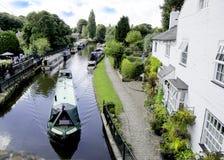 在布里奇沃特运河的狭窄的小船 免版税库存图片