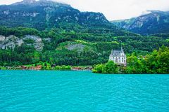 在布里恩茨湖和Brienzer Rothorn山伯尔尼瑞士的豪宅 库存图片