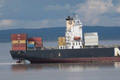 在布里斯托尔渠道的货轮 免版税库存照片