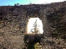 在布雷西亚堡垒的墙壁的漏洞  免版税库存照片