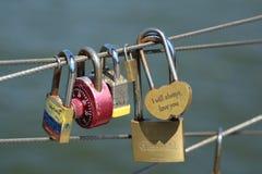 在布鲁克林大桥公园爱锁在布鲁克林,纽约 免版税库存图片