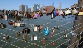 在布鲁克林大桥公园爱锁在布鲁克林,纽约 免版税图库摄影