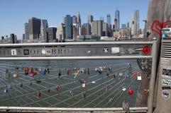 在布鲁克林大桥公园爱锁在纽约 免版税图库摄影