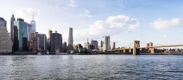 在布鲁克林大桥图和曼哈顿地平线,美国的全景 图库摄影