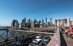 在布鲁克林大桥的交通 库存照片