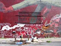 在布鲁克林街道上的被绘的墙壁 免版税库存照片