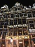 在布鲁塞尔大广场的传统建筑在布鲁塞尔,比利时摆正 库存照片