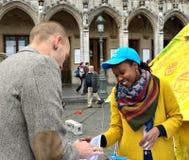 在布鲁塞尔大广场的联合国天在布鲁塞尔,比利时 免版税库存图片