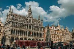 在布鲁塞尔市博物馆哥特式样式的富有地装饰的门面  库存图片