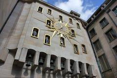 在布鲁塞尔,比利时计时Horloge Mont des艺术在老中心 免版税图库摄影