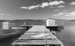 在布鲁尼岛找到的小船跳船在塔斯马尼亚,澳大利亚 免版税库存图片