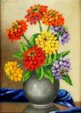 在帆布的油漆:花花束在黏土花瓶的 库存图片