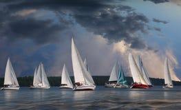 在帆船的旅途 海滩formentera海岛妇女年轻人 库存照片