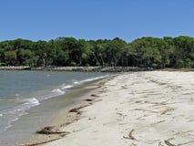 在希尔顿黑德岛海岸的空的海滩  库存照片