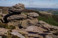 在希望谷在高峰区国家公园,德贝郡的岩层 免版税图库摄影