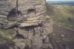 在希望谷在高峰区国家公园,德贝郡的岩层 免版税库存图片
