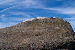 在希望谷在高峰区国家公园,德贝郡的岩层 免版税库存照片