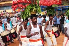 在希瓦寺庙期间, Shivaratri节日Ammankudam艺术家执行 库存图片
