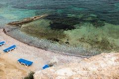 在希腊人泰伦佐斯岛海岛上的地中海海滩 库存照片