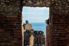 在希腊剧院的老废墟taormina的西西里岛 免版税图库摄影