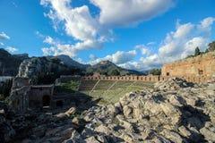 在希腊剧院的老废墟taormina的西西里岛 免版税库存照片