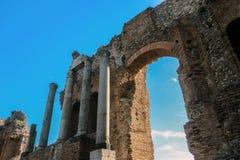 在希腊剧院的老废墟taormina的西西里岛 库存照片