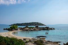 在希腊半岛Sithonia的惊人的Lagonisi海滩 图库摄影