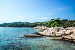 在希腊半岛Sithonia的惊人的Lagonisi海滩 库存图片