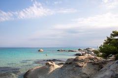 在希腊半岛Sithonia的桔子或Portokali海滩 免版税库存照片