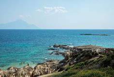 在希腊半岛Sithonia的美丽的Tigania海滩 免版税图库摄影
